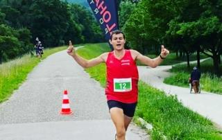 Domenik Vizani gewinnt den ersten ALOHA RUN Linz